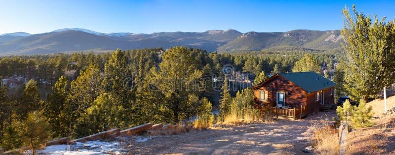 Kabin i Rocky Mountains royaltyfria foton