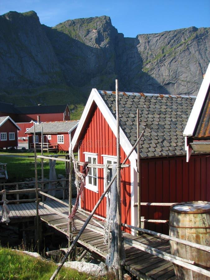 Kabine der Fischer auf den Lofoten Inseln stockbild