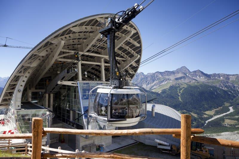 Kabine der neuen Kabelbahn SKYWAY MONTE BIANCO auf der italienischen Seite von Mont Blanc lizenzfreies stockfoto