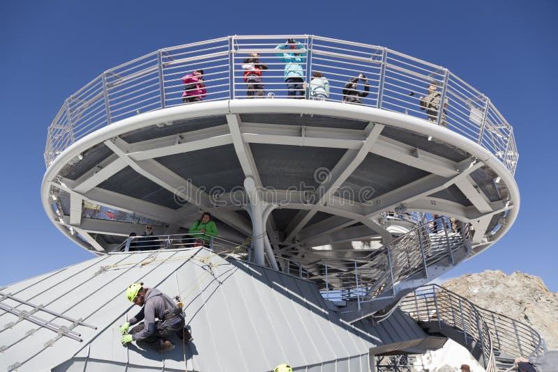 Kabine der neuen Kabelbahn SKYWAY MONTE BIANCO auf der italienischen Seite von Mont Blanc stockbild