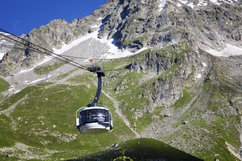 Kabine der neuen Kabelbahn SKYWAY MONTE BIANCO auf der italienischen Seite von Mont Blanc lizenzfreies stockbild