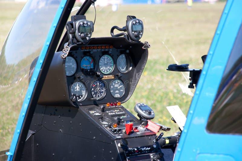 Kabinen av helikoptercockpiten royaltyfri foto