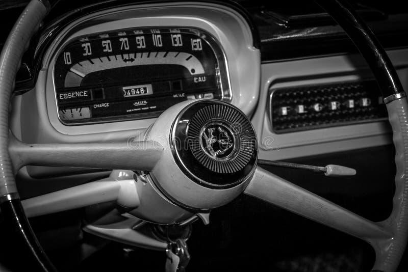 Kabinen av Renault Caravelle royaltyfri fotografi