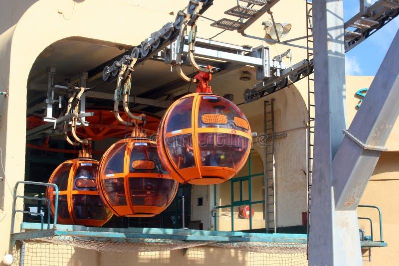 Kabiner av kabelbilen till överkanten av Carmel Mountain, Haifa, Israel arkivbilder