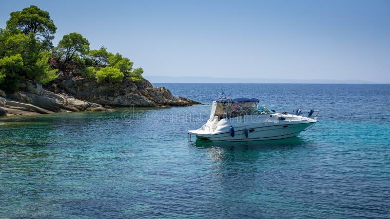 Kabinowa łódź w zatoce obrazy royalty free