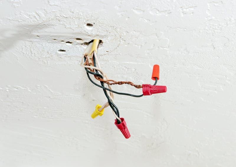 Download Kable Elektryczne Narażonych Zdjęcie Stock - Obraz: 890796