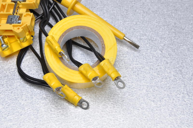 Kable i taśma dla use w elektrycznych instalacjach obrazy stock