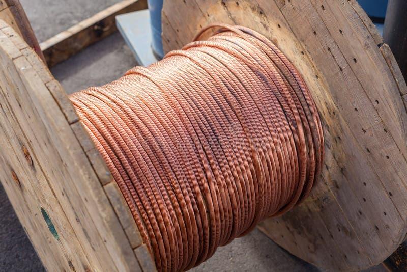 kablowe elektryczne wielkie cewy zdjęcie royalty free