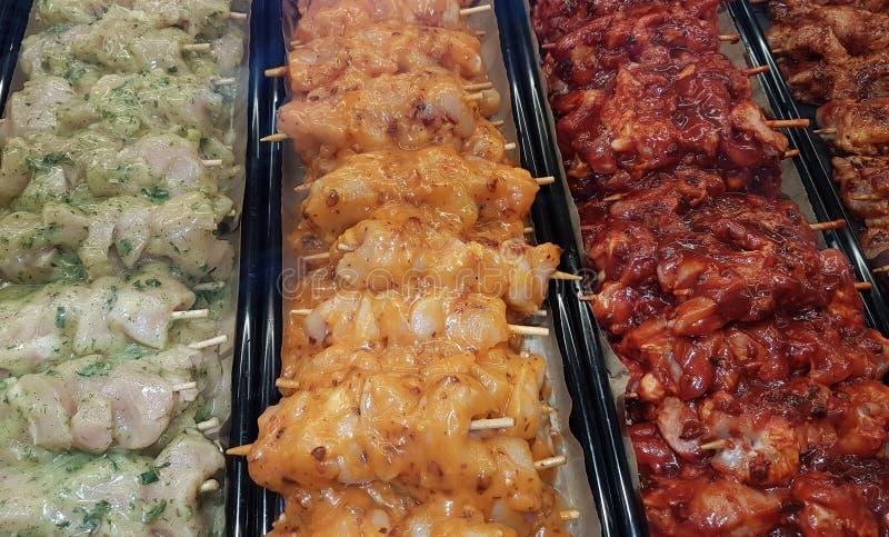 Kabobs del pollo, del cerdo y de la carne de vaca fotos de archivo