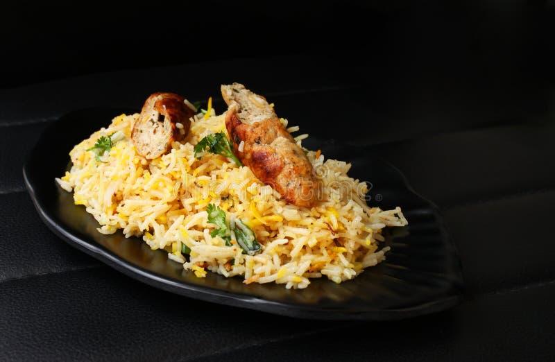 Kabsa con el kabab del seekh - Mandi - Kabsah - pollo Mandi fotos de archivo