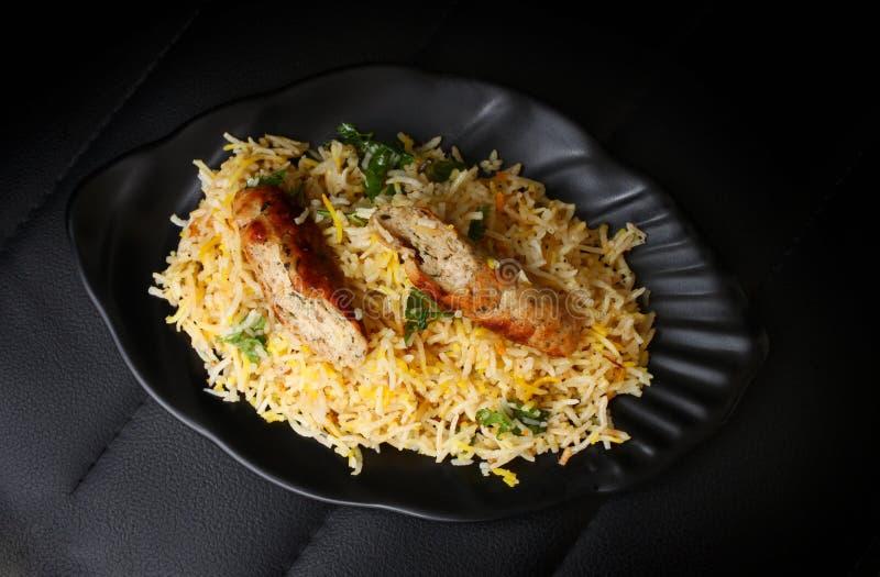 Kabsa con el kabab del seekh - Mandi - Kabsah - pollo Mandi fotografía de archivo