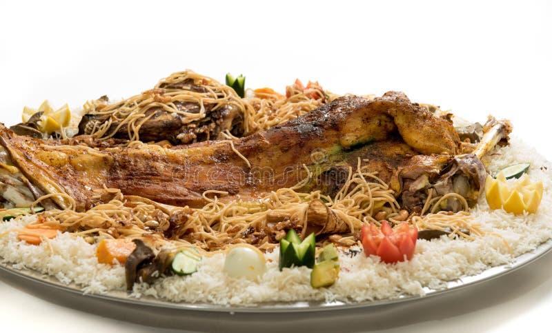 Kabsa met gekookt vlees - Mandi - Kabsah - Mandi Kabsah Rice met Vlees en Groenten stock afbeelding