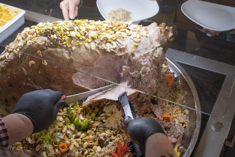 Kabsa, prato nacional de Arábia Saudita imagens de stock