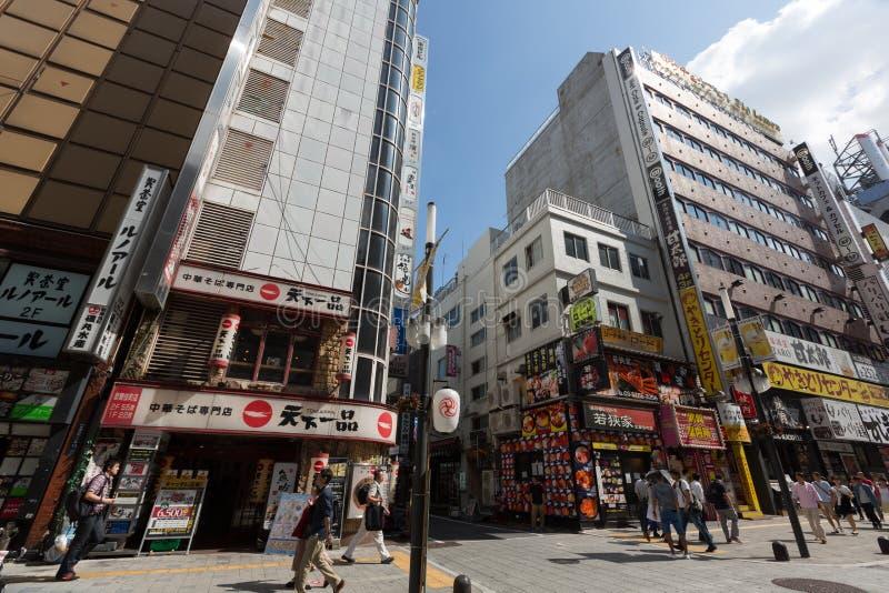 Kabukicho em Shinjuku, Tóquio, Japão fotos de stock royalty free