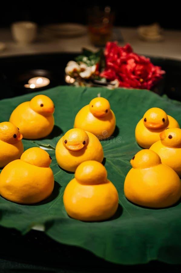 Kaczki Baozi kształtnego chińczyka odparowane babeczki zdjęcia royalty free