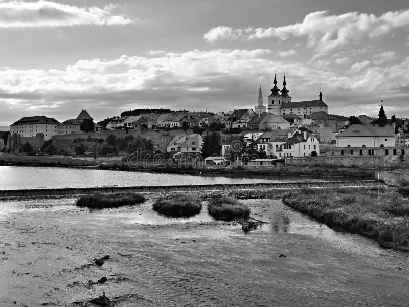 Kadan, République Tchèque - 7 juillet 2019 : ville tchèque de Kadan au-dessus d'Ohre à la soirée nuageuse d'été photos libres de droits