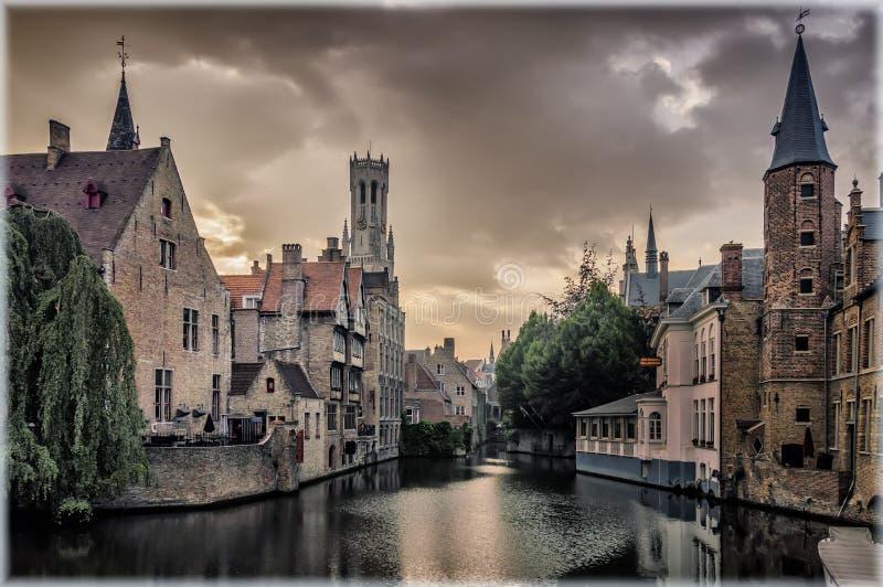 Kade van de Rozentuin bij zonsondergang Brugge, Belgi? stock foto's
