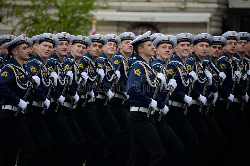 Kadeci Bałtycki Morski instytut wymieniający po Fedor Ushakov podczas próby kostiumowej parada na placu czerwonym fotografia royalty free