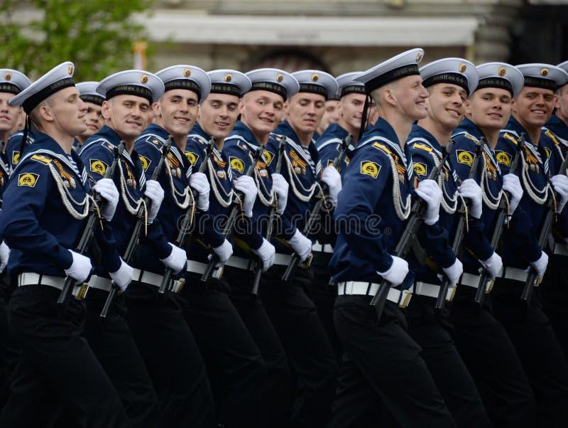 Kadeci Bałtycki Morski instytut wymieniający po Fedor Ushakov podczas próby kostiumowej parada na placu czerwonym zdjęcie royalty free