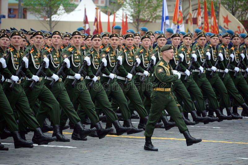 Kadeci Militarny uniwersytet ministerstwo obrony federacja rosyjska podczas parady na placu czerwonym na cześć V zdjęcie stock