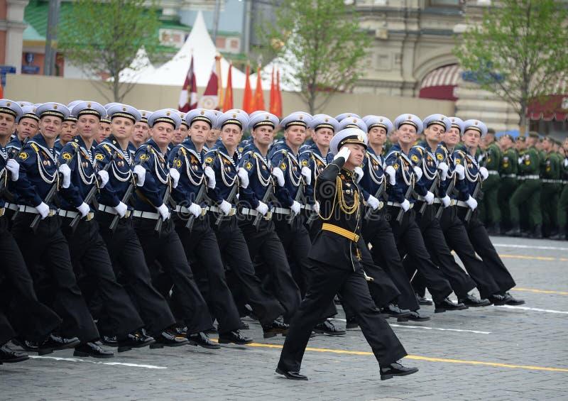 Kadeci Morski Politechniczny instytut podczas parady na placu czerwonym na cześć zwycięstwo dzień fotografia royalty free