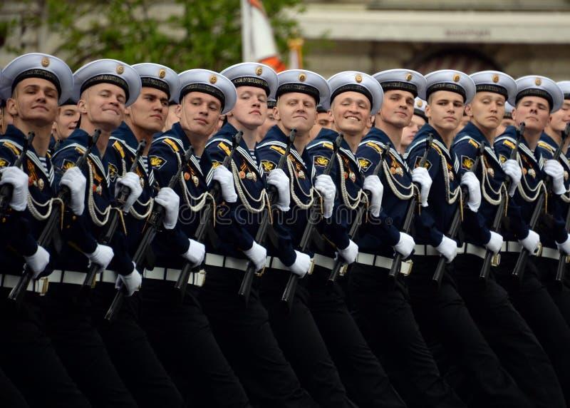 Kadeci Morski Politechniczny instytut podczas próby kostiumowej parada na placu czerwonym na cześć zwycięstwo dzień zdjęcie stock