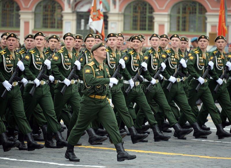 Kadeci Serpukhov gałąź akademia wojskowa RVSN wymieniali po Peter Wielkiego podczas parady na placu czerwonym ja obraz stock