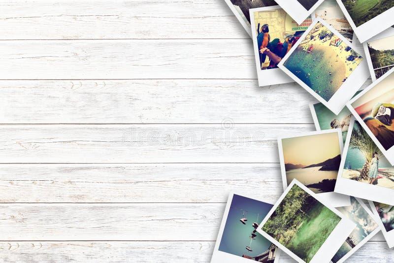 Kader met oud document en foto's op houten achtergrond vector illustratie