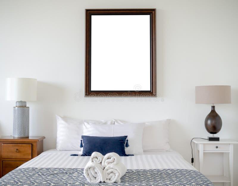 Kader in slaapkamer royalty-vrije stock afbeelding