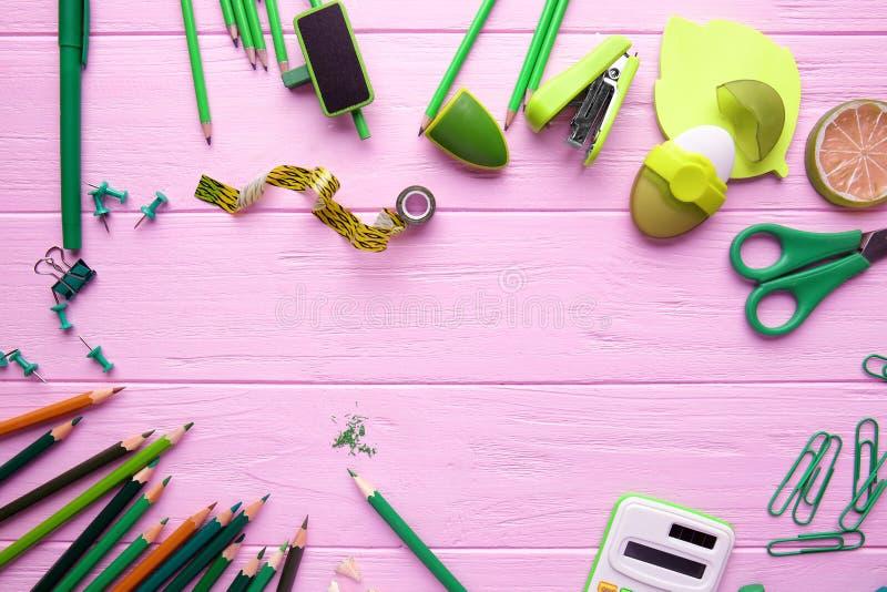 Download Kader Van Groene Bureaulevering Stock Afbeelding - Afbeelding bestaande uit palette, spelden: 107702631
