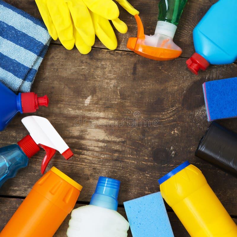 Kader van het schoonmaken van producten op houten oppervlakte, overheadkosten Hoogste mening Van hierboven De ruimte van het exem royalty-vrije stock fotografie