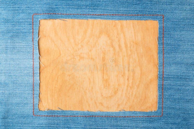 Kader voor de tekst van een jeansstof met de gestikte lijnen van een oranje draad stock foto's