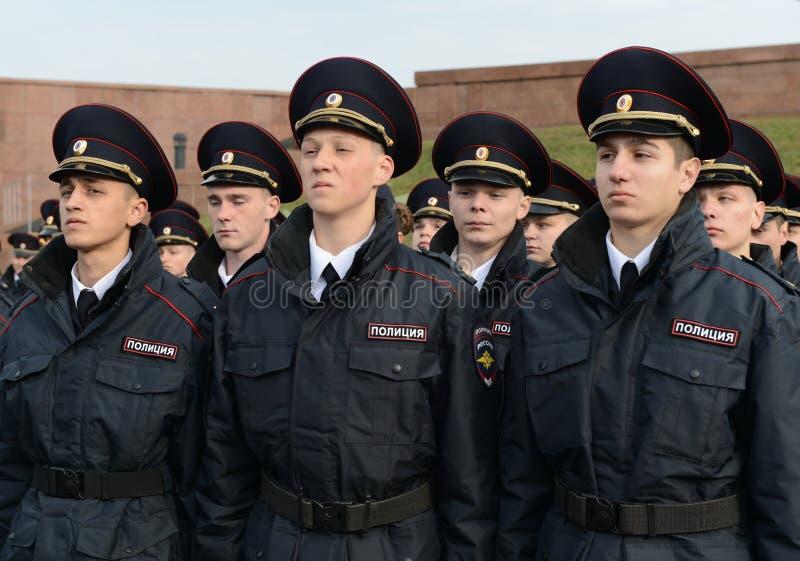 Kadetten van de politie van de de Wetsuniversiteit van Moskou van het Ministerie van Interne Zaken van Rusland op het plechtige g royalty-vrije stock afbeeldingen