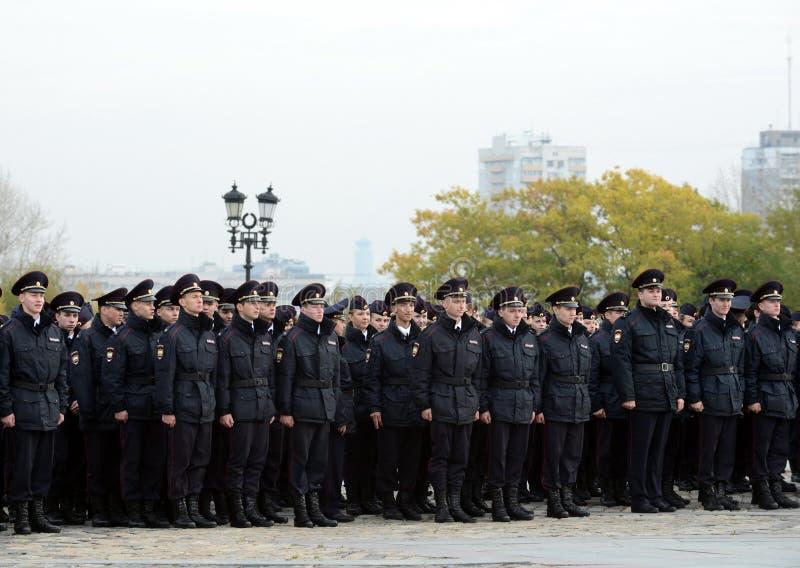 Kadetten van de politie van de de Wetsuniversiteit van Moskou van het Ministerie van Interne Zaken van Rusland op het plechtige g stock foto's