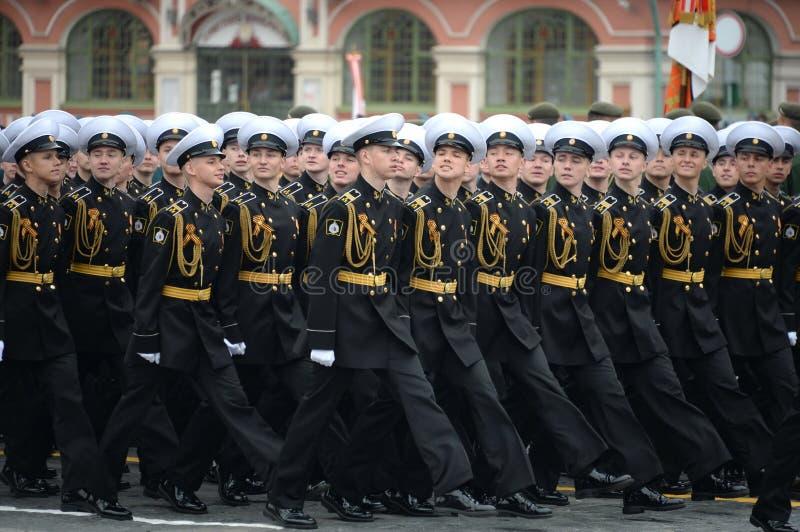 Kadetten van de zee de kadet militaire korpsen van Kronstadt tijdens de parade op rood vierkant ter ere van overwinningsdag royalty-vrije stock foto's