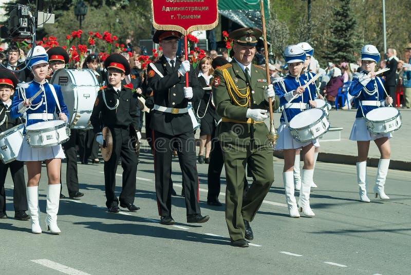 Kadettorkesterlekar på Victory Day ståtar royaltyfri fotografi