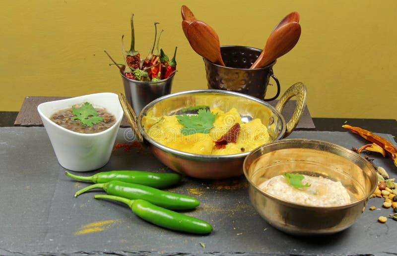Kadhi, gnocchi con il curry della salsa del yogurt immagini stock libere da diritti