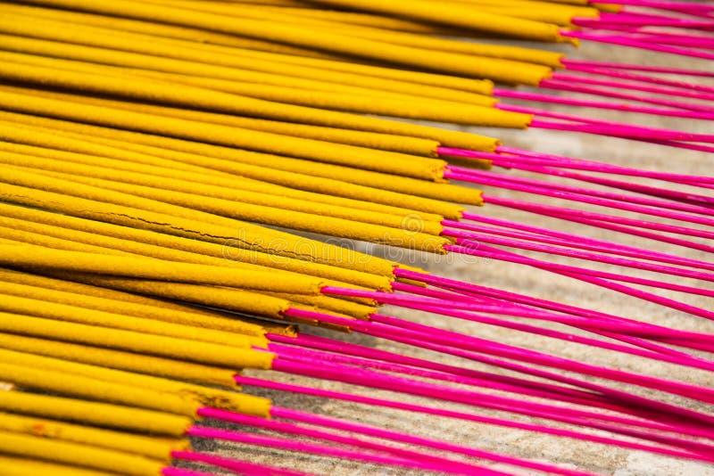 Kadzidło wtyka dla tradycyjnego duchowego Buddyjskiego palenia w Wietnam zdjęcie stock