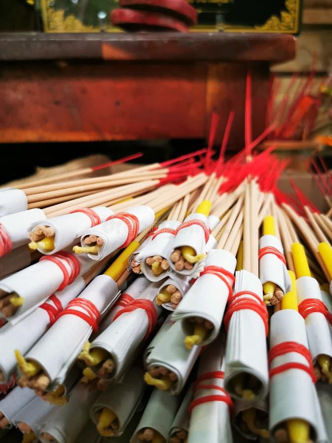 Kadzidłowej świeczki Złocisty liść zdjęcie royalty free
