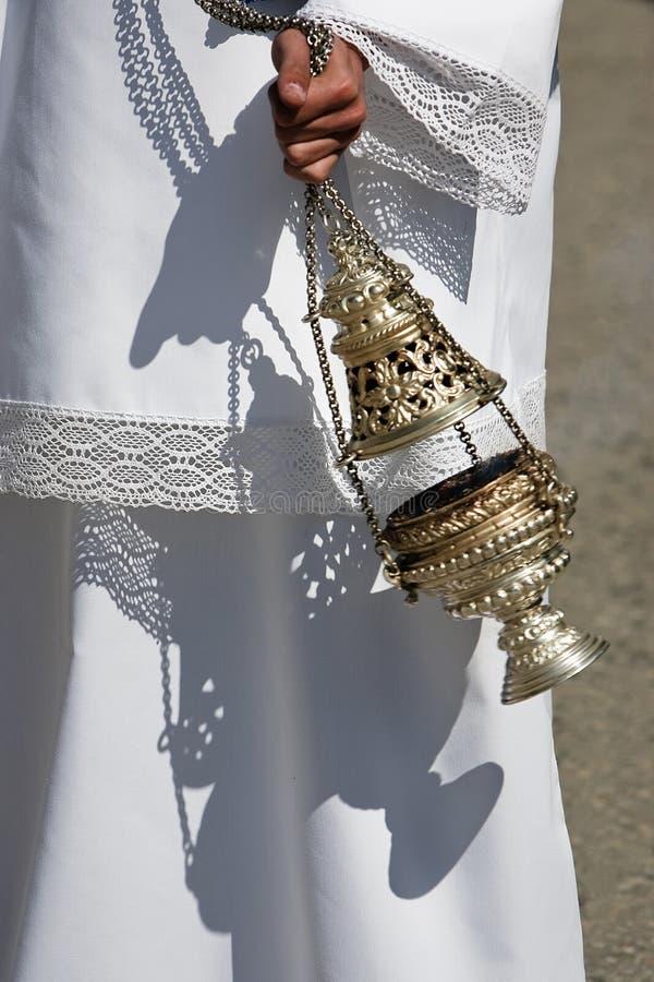 Kadzielnica srebro lub alpaga palić kadzidło w świętym tygodniu obrazy royalty free