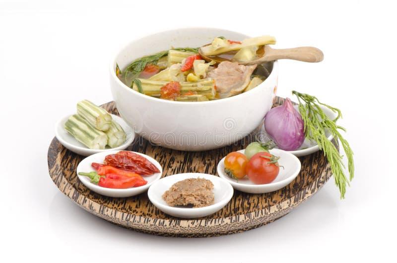 Kaeng Marum (noordelijke Thaise naam), Moringa kerrie met varkensvlees (Moringa oleifera Lam.) stock afbeeldingen