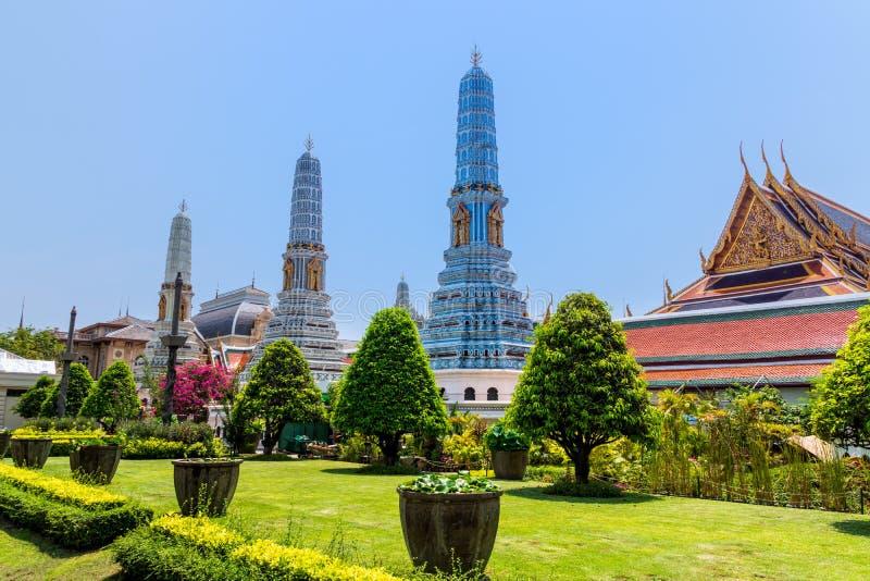 Kaew del palacio, de Wat del pra magn?fico de Bangkok, de Tailandia, marzo de 2013 con las esculturas y ornamentos detallados fotografía de archivo
