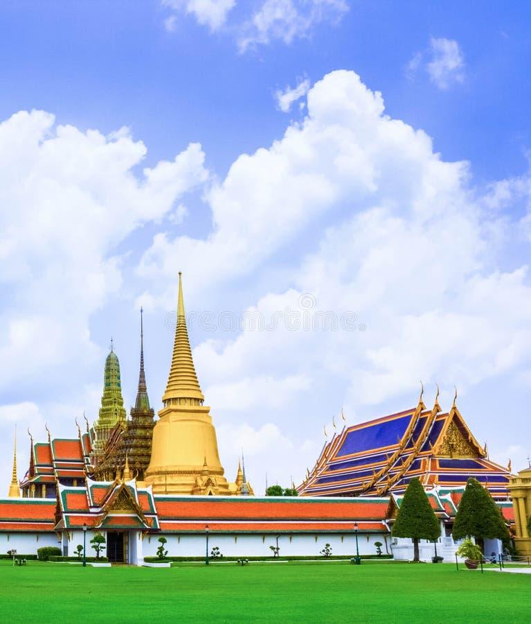 Download Kaew Magnífico Del Phra Del Palacio Y Del Templo Foto de archivo - Imagen de religión, esmeralda: 42437658