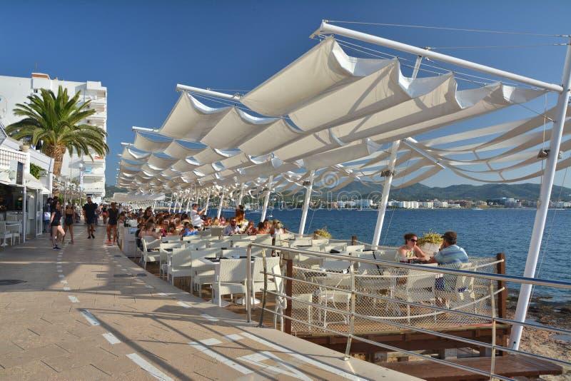 Kafé Del Mar i San Antonio de Portmany på den Ibiza ön arkivfoto