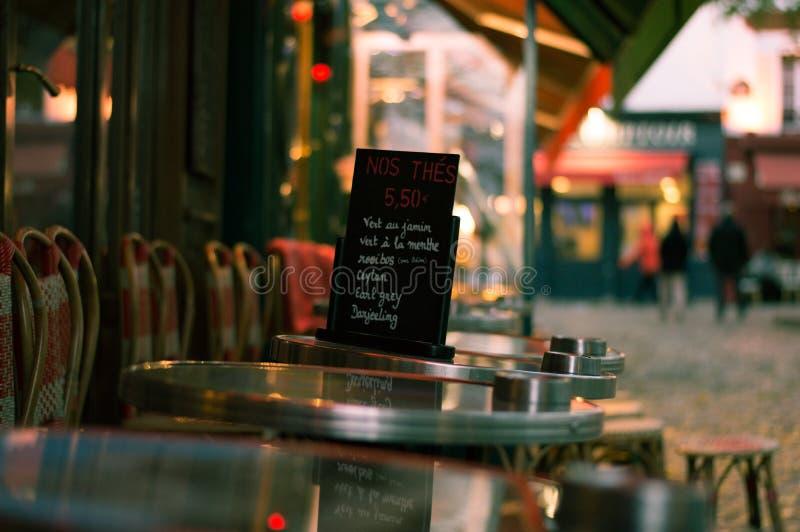 Kafémeny i Montmartre royaltyfria foton
