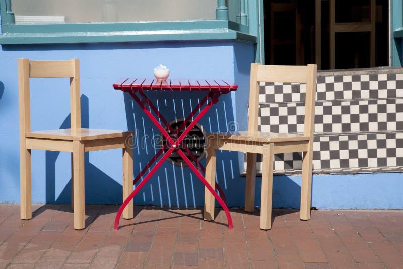 Kafétabell och stol fotografering för bildbyråer