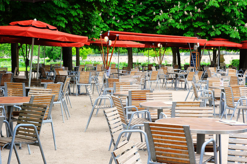 Kaféterrass i den Tuileries trädgården, Paris arkivfoto