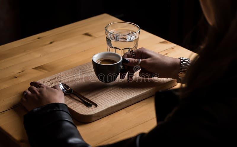 Kaffe är det bästa vila stället arkivbilder