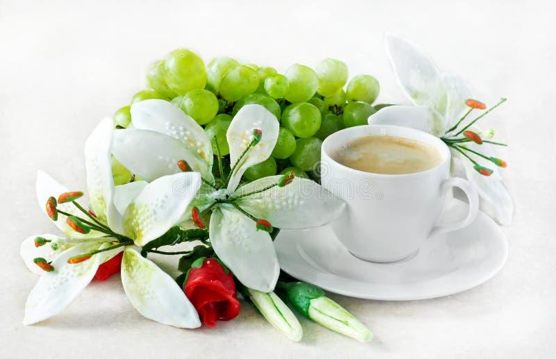 kaffe blommar marsipaner royaltyfria bilder