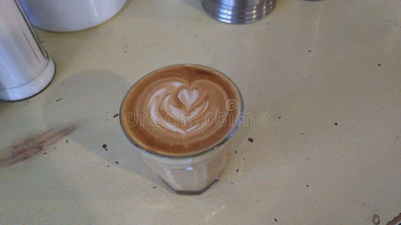 Kaffe i ett kafé arkivbilder